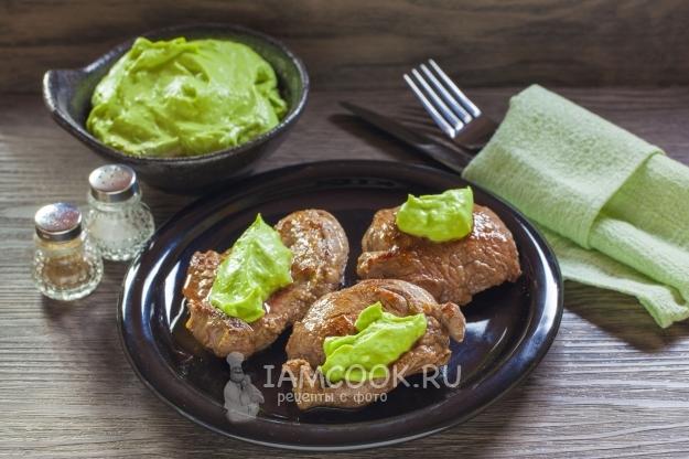 Вкусный соуса-дипа из авокадо с сыром
