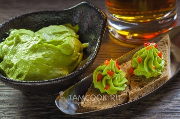 Рецепт соуса-дипа из авокадо с сыром