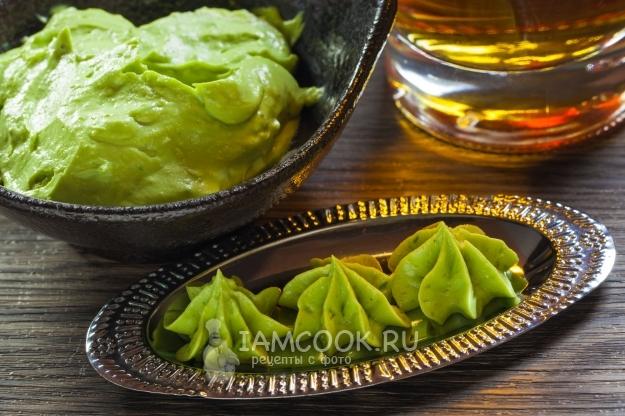 Фото соуса-дипа из авокадо с сыром