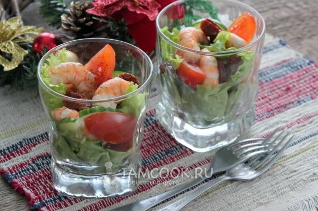 Салат с вялеными томатами и креветками