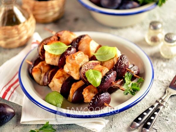 Шашлычки из куриного филе с инжиром и сливами — рецепт с фото пошагово
