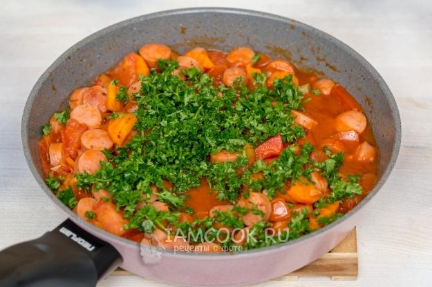 Подлива из сосисок и овощей