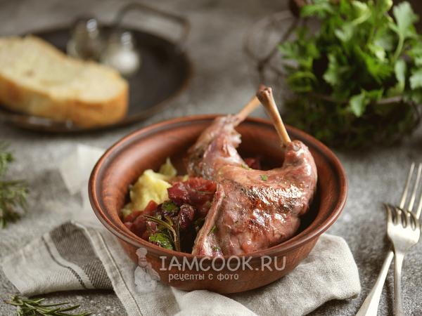 Кролик с вишней в сковороде — рецепт с фото пошагово