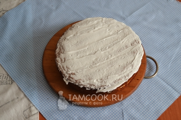 Покрыть торт кремом