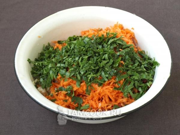 Положить морковь и петрушку