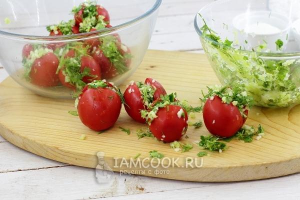 Нафаршировать помидоры начинкой