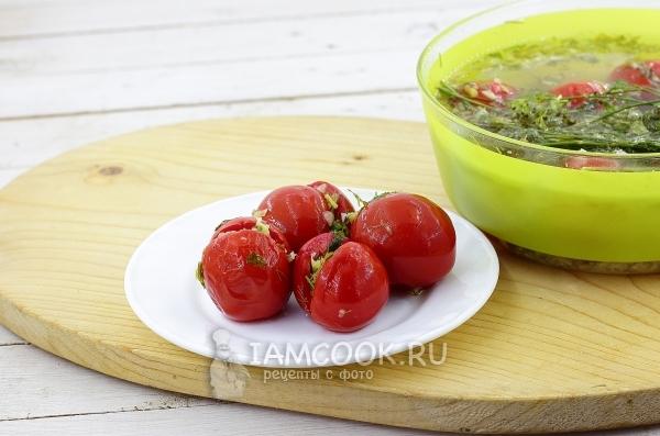 Рецепт быстрых малосольных помидоров с чесноком и зеленью