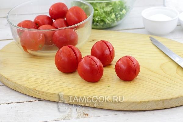 Сделать на помидорах разрезы