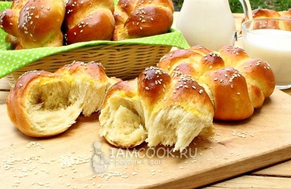 Фото сдобных булочек с кунжутом
