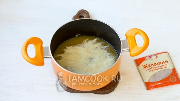 Насыпали желатин в мандариновый сок