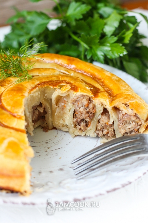 Рецепт слоеного пирога «Улитка» с фаршем