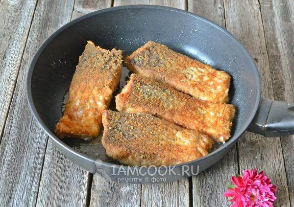 Карп, жаренный в сухарях — рецепт с фото пошагово