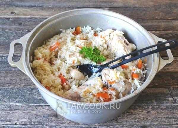 Плов в кастрюле из пропаренного риса