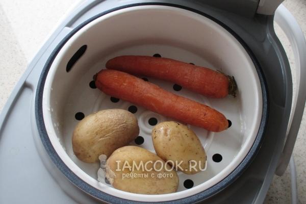 Отварить картофель и морковь