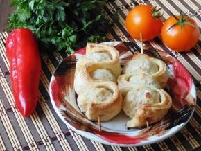 Фрикадельки со слоеным тестом на шпажках – кулинарный рецепт
