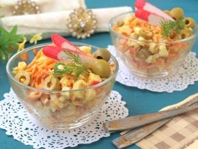 Салат с крабовыми палочками луком и морковью