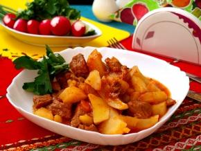 Картофель тушеный с говядиной грибами