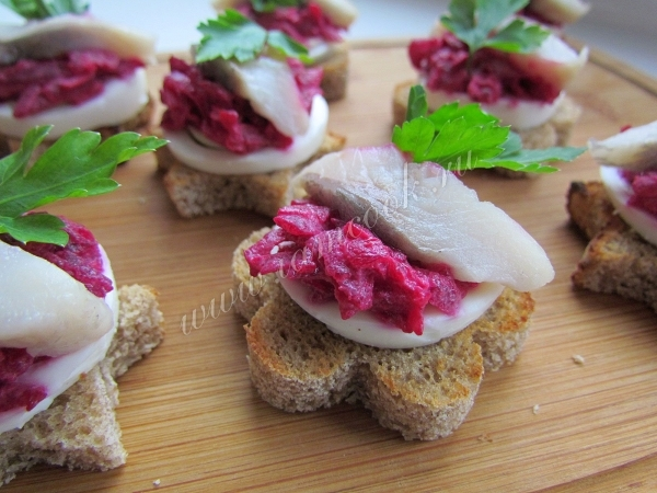 закусочные бутерброды с селедкой