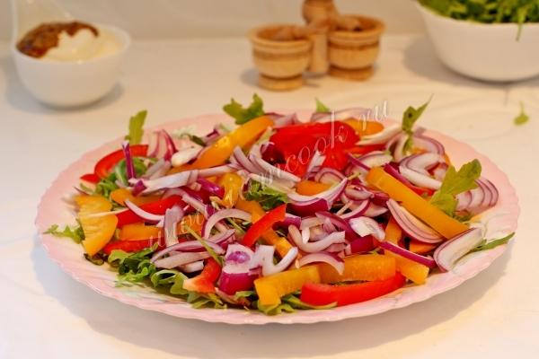 Соединить ингредиенты салата