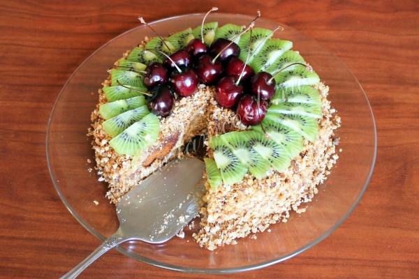 Готовим фруктовый торт с пряниками и сметаной