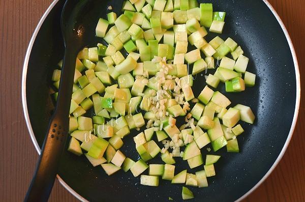 Паста с чернилами каракатицы с морепродуктами в сливочном соусе, пошаговый рецепт с фото