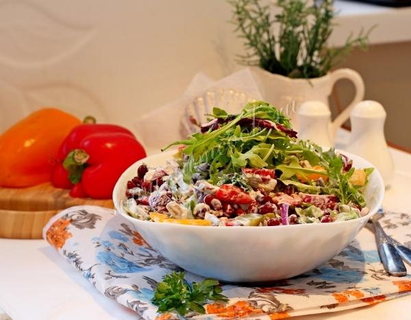 Фото салата из говядины и фасоли