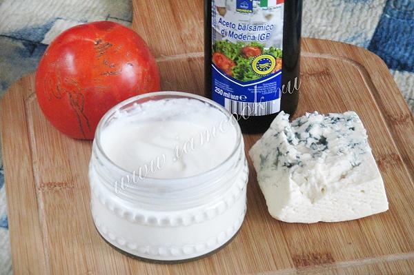 Соус из сыра с плесенью и хурмой, рецепт с фото