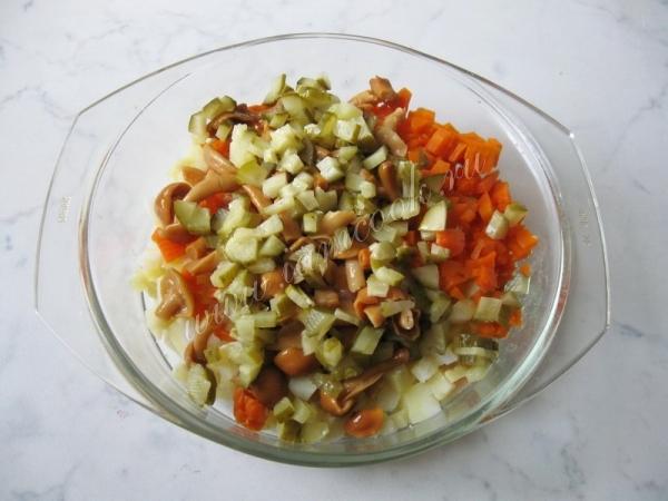 Салат Винегрет с маринованными опятами, пошаговый рецепт с фото