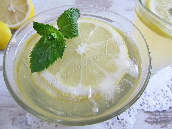 Лимонад в стаканах по-домашнему