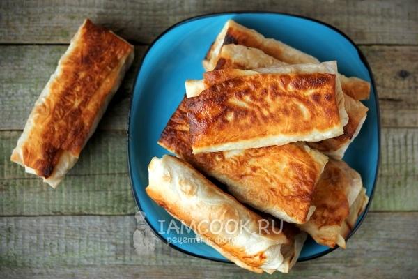 горячий бутерброд из лаваша на сковороде