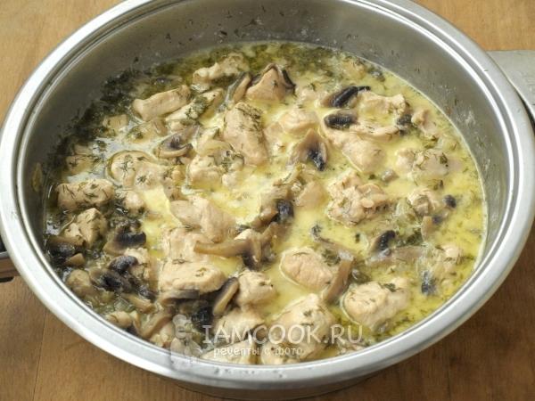 Курица с грибами в сметанном соусе картинки