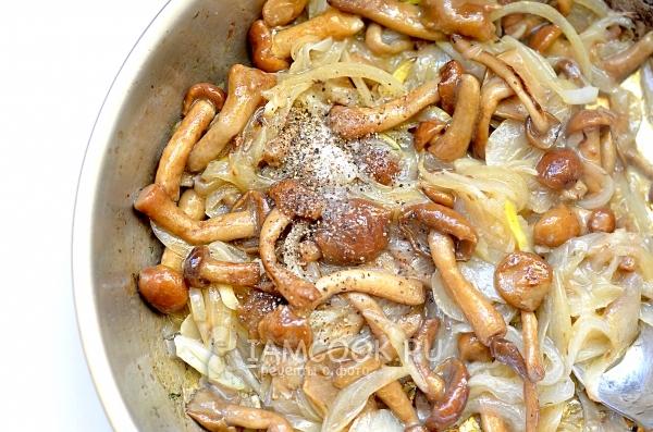 Пожарить грибы с луком