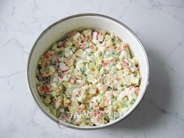 Салат из картофеля яиц и крабовых палочек