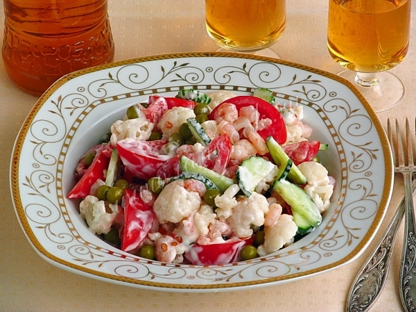 Салат из цветной капусты с креветками — рецепт с фото пошагово