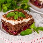 Торт пирамида из печенья без выпечки